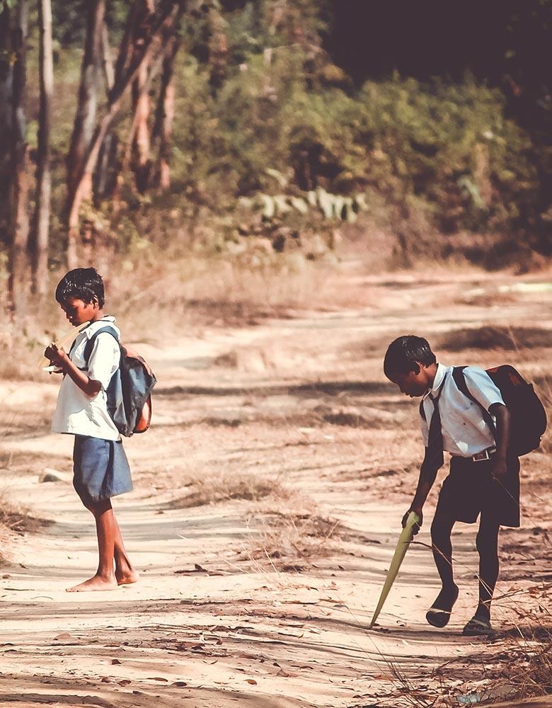 Quel lien entre ces enfants pas pressés et l'urgence de la vie en Inde ?
